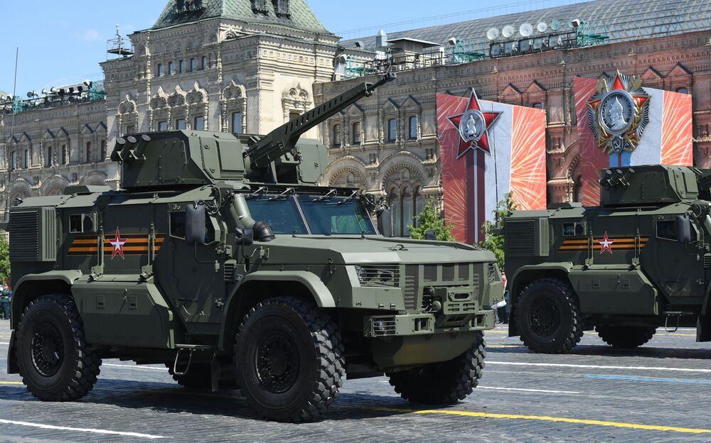 الناقلة المدرعة تايفون - في دي في، خلال العرض العسكري على الساحة الحمراء في موسكو، 24 يونيو 2020