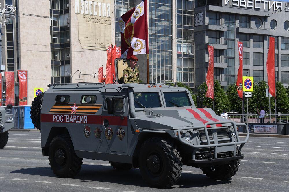 المركبة المدرعة تيغر-إم، خلال العرض العسكري على الساحة الحمراء في موسكو، 24 يونيو 2020