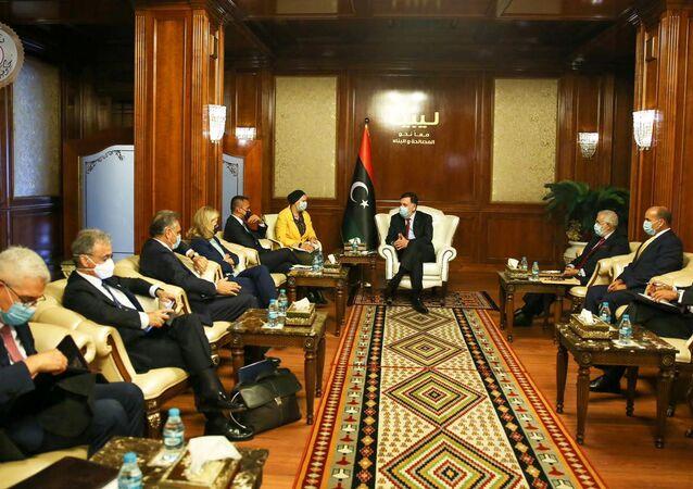رئيس حكومة الوفاق الليبية فايز السراج مع وزير الخارجية الإيطالي لويجي دي مايو، طرابلس، ليبيا 24 يونيو 2020