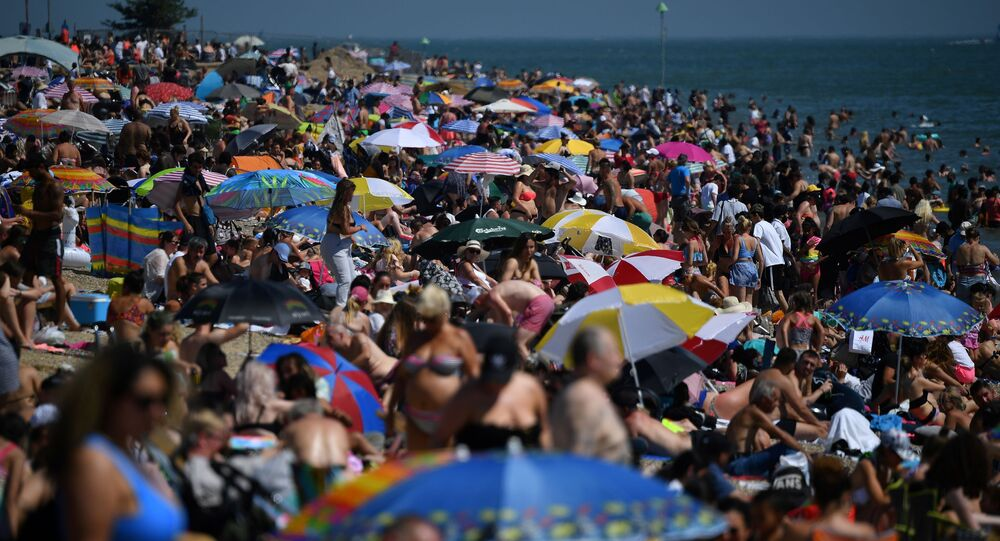شاطئ ساوثيند أون سي، جنوب شرق إنجلترا، بعد عدة أيام فقط من إعلان رفع الحجر الصحي التام ورفع قيود السفر بين الدول الأوروبية، 24 يونيو 2020