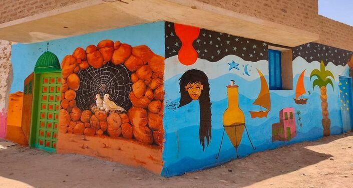 فنان يحول منازل مهجورة بصعيد مصر للوحات فنية في محافظة قنا جنوب مصر
