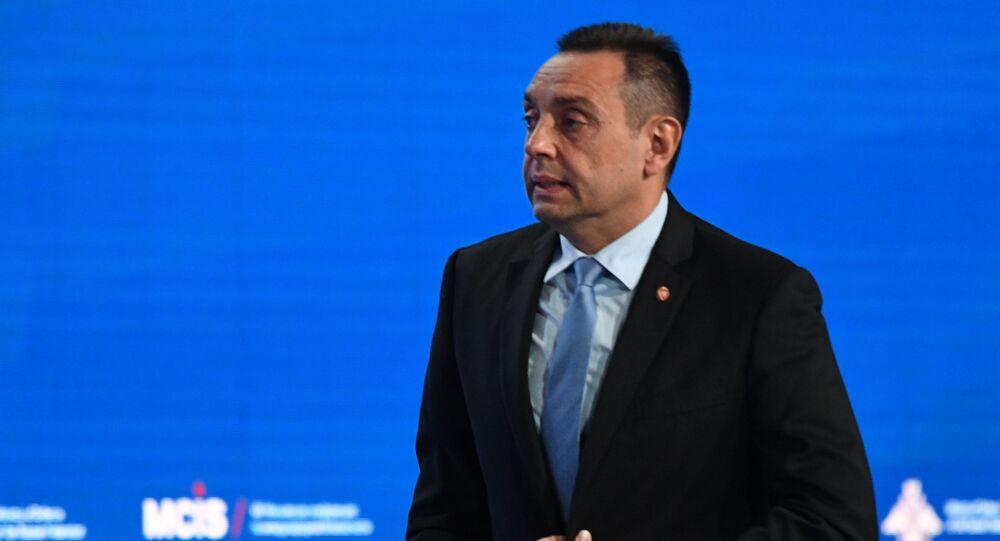 وزير الدفاع الصربي ألكسندر فولين