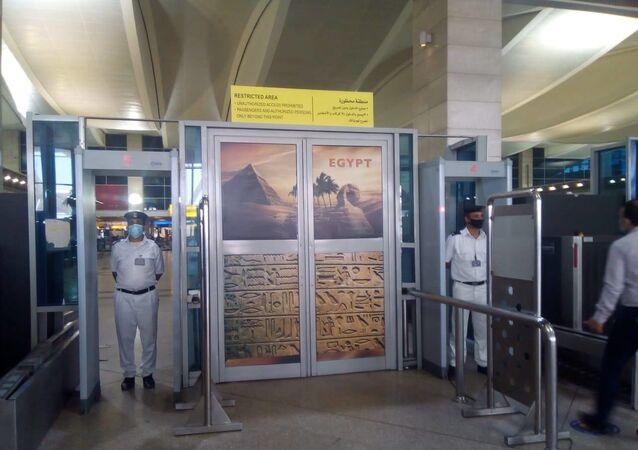 مطار القاهرة يستعد لاستئناف الرحلات