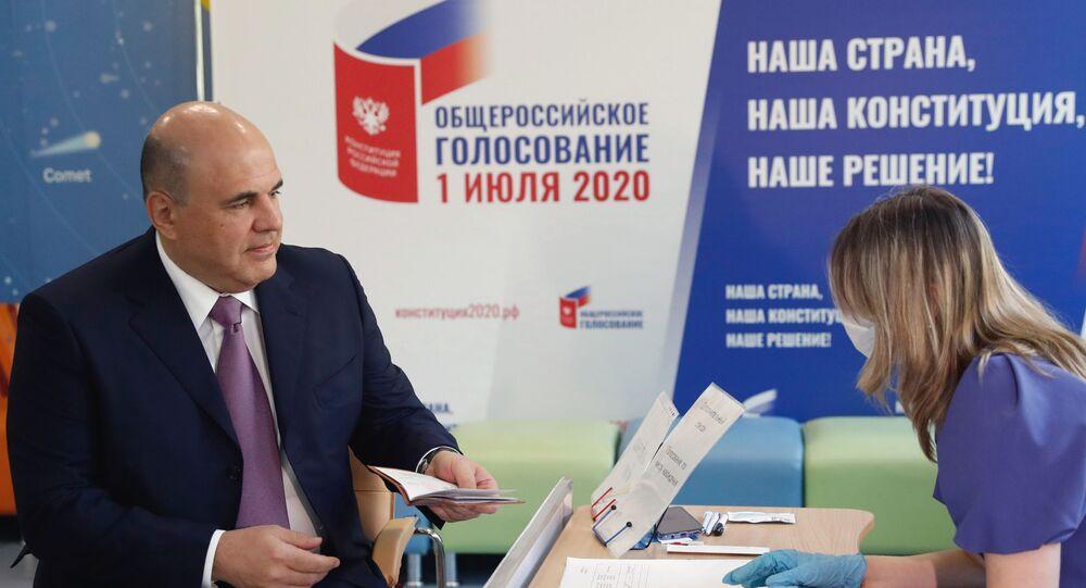 رئيس الوزراء الروسي ميخائيل ميشوستين يصوت على التعديلات الدستورية
