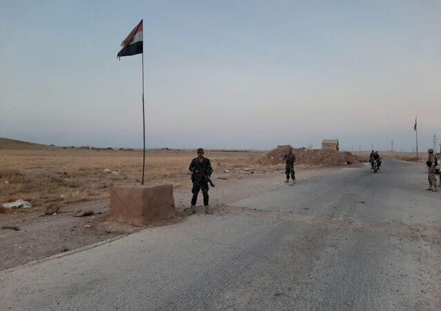 جنود الجيش السوري يطردون دورية أمريكية شرقي الحسكة