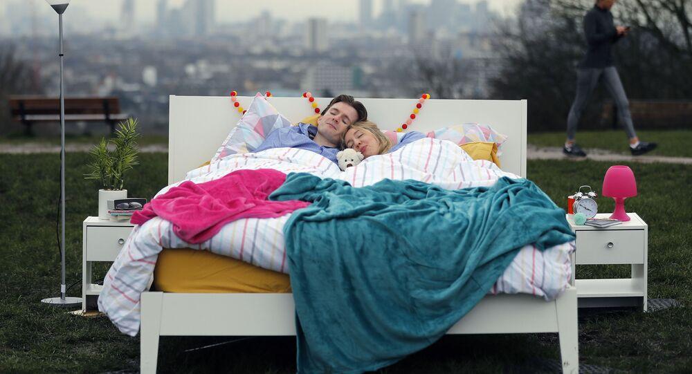 نوم أزواج