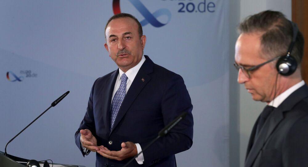 وزير الخارجية التركي مولود تشاووش أوغلو، في مؤتمر صحفي مشترك من نظيره الألماني هايكو ماس في برلين