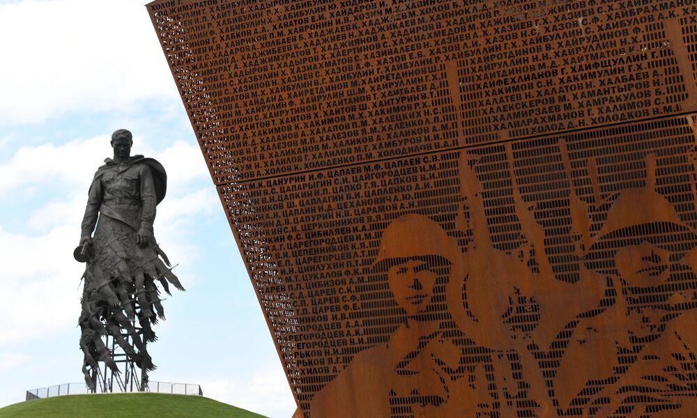 30 يونيو 2020، النصب التذكاري للجندي السوفيتي في مدينة رجيف الروسية.