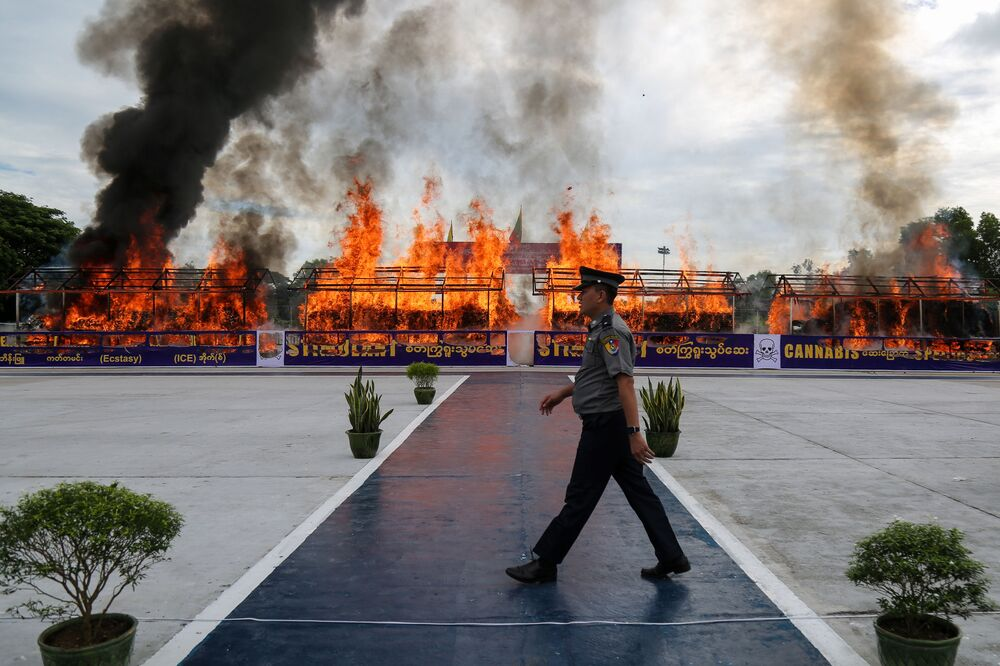 عملية حرق المخدرات المهربة في يانغون، ميانمار 26 يونيو 2020