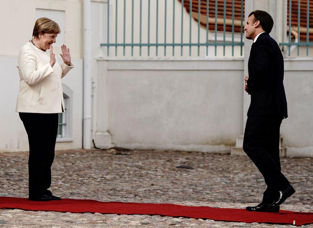 المستشارة الألمانية أنجيلا ميركل تستقبل الرئيس الفرنسي إيمانويل ماكرون في قلعة ميسبرغ، ألمانيا 29 يونيو 2020