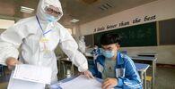 مراقب في قاعة الامتحانات النهائية، وسط مخاوف من تفشي مرض كوفيد-19 في هاندان، الصين، 1 يوليو 2020