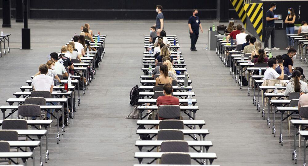 اختبار قبيل الامتحانات في قاعة للمعارض كولن ميس في جامعة كولن، ألمانيا 2 يونيو 2020