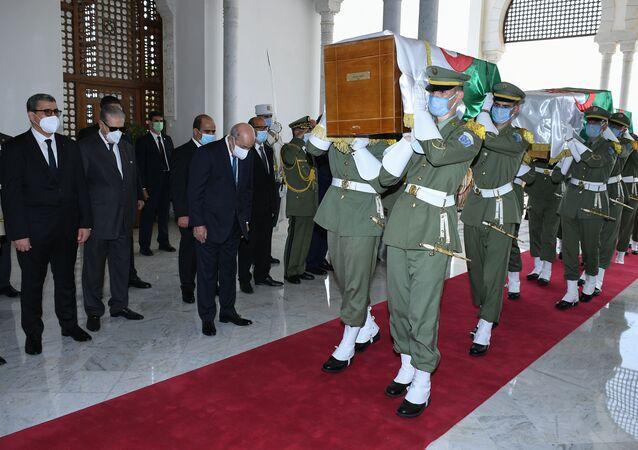 وصول رفات الشهداء إلى الجزائر