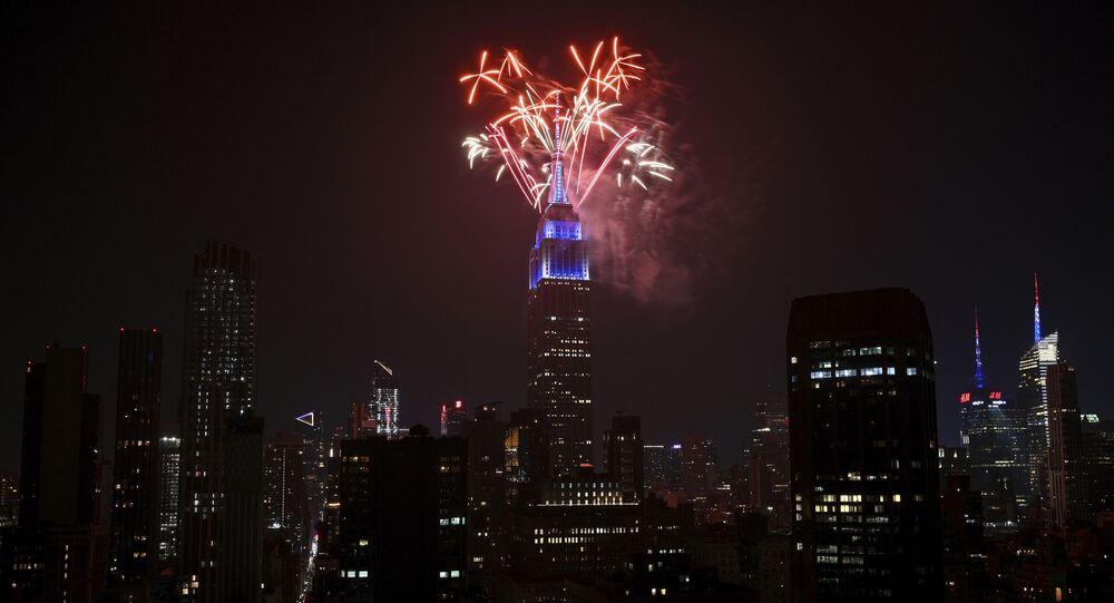 الألعاب النارية تضيء سماء الولايات المتحدة بمناسبة عيد الاستقلال