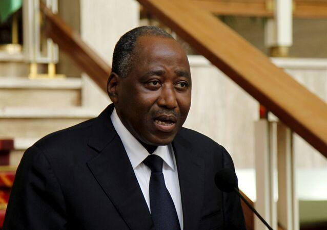 رئيس وزراء ساحل العاج أمادو كوليبالي في أثناء وصوله لحضور اجتماع مجلس الوزراء في القصر الرئاسي في أبيدجان